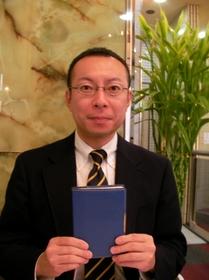 石田先生と手帳.jpg